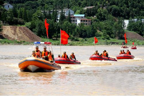 广元消防支队举行水上救援实战演练